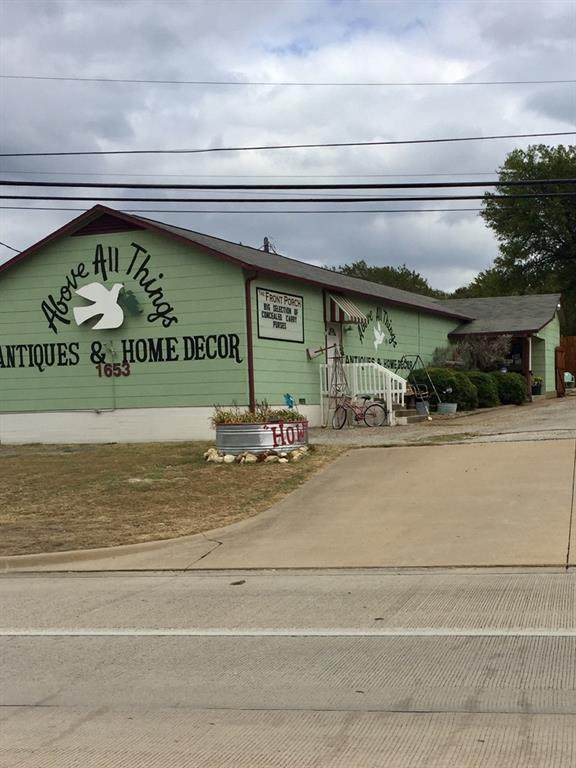 1653 Southeast Parkway, Azle, TX 76020 (MLS #14400428) :: Maegan Brest | Keller Williams Realty