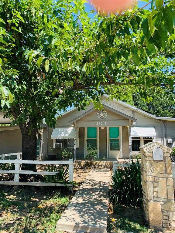 203 E Fleming Avenue, Comanche, TX 76442 (MLS #14406984) :: The Tierny Jordan Network
