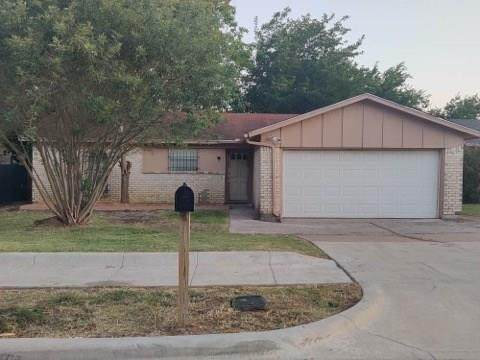 1502 Roanoke Street, Arlington, TX 76014 (MLS #14408770) :: RE/MAX Pinnacle Group REALTORS