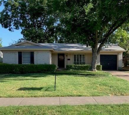 129 W Cober Drive, Grand Prairie, TX 75051 (MLS #14408784) :: NewHomePrograms.com LLC