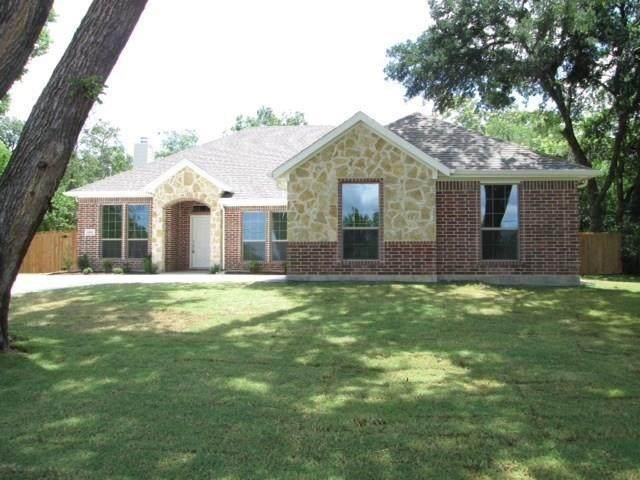401 3rd Street, Lindsay, TX 76250 (MLS #14409622) :: Hargrove Realty Group