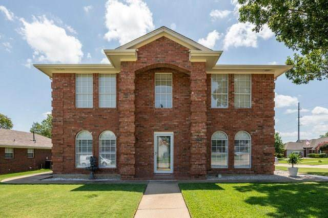 1201 Holly Hill Drive, Grand Prairie, TX 75052 (MLS #14409959) :: The Heyl Group at Keller Williams
