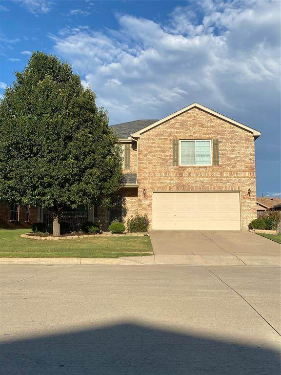 10704 Emerald Park Lane, Fort Worth, TX 76052 (MLS #14427378) :: The Daniel Team