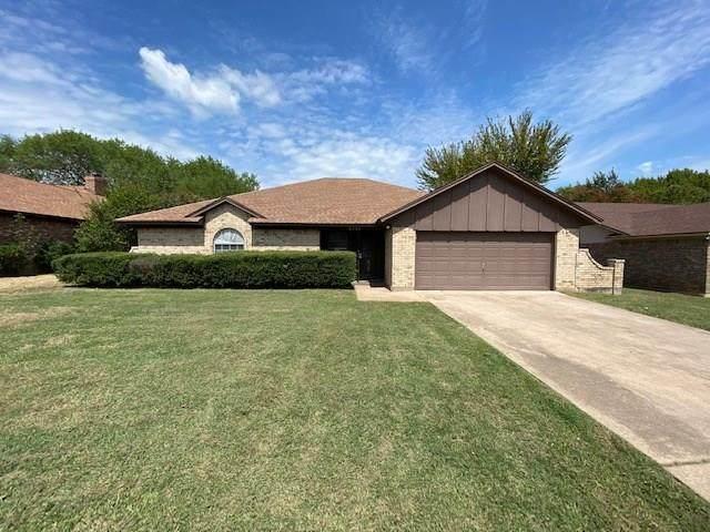 6733 Oliver Drive, North Richland Hills, TX 76180 (MLS #14430856) :: Trinity Premier Properties