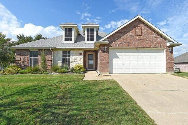 901 Valley Circle, Justin, TX 76247 (MLS #14435332) :: Justin Bassett Realty