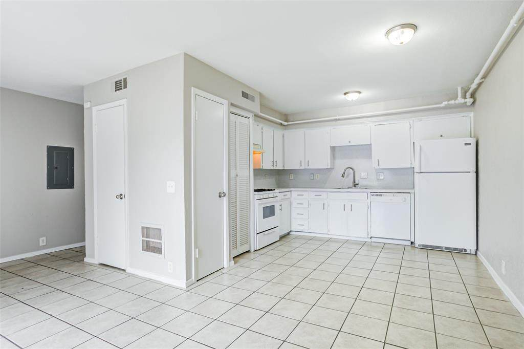 135 Highland Park Court - Photo 1