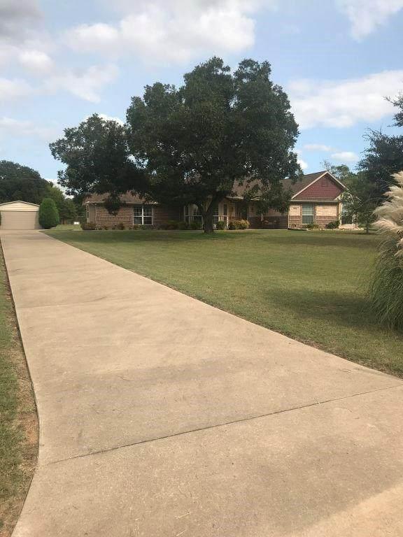 109 Crestwood Lane, Springtown, TX 76082 (MLS #14435857) :: Trinity Premier Properties