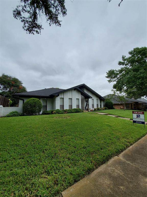 9515 Viewside Drive, Dallas, TX 75231 (MLS #14437620) :: Trinity Premier Properties