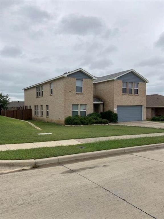 2501 Castle Pines Drive, Burleson, TX 76028 (MLS #14440303) :: The Mauelshagen Group