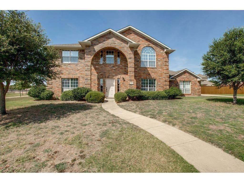 137 Clubview Court - Photo 1