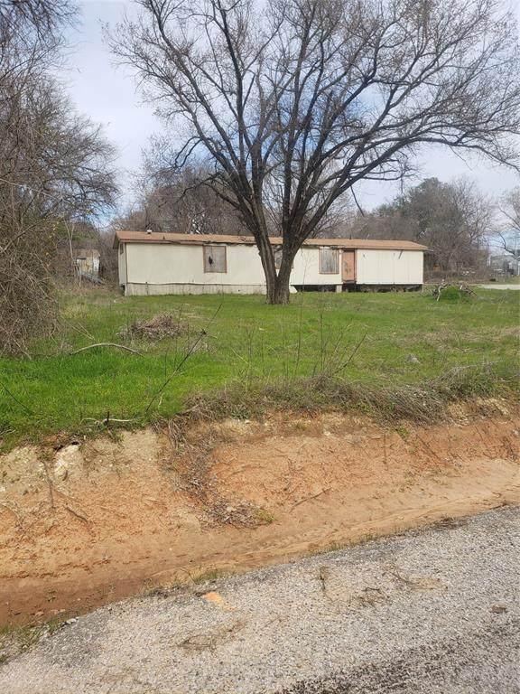 7132 Hop Street, Azle, TX 76020 (MLS #14453090) :: The Paula Jones Team | RE/MAX of Abilene