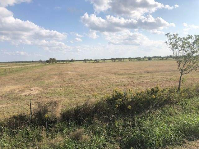 2350 County Road 1104, Cleburne, TX 76031 (#14456085) :: Homes By Lainie Real Estate Group
