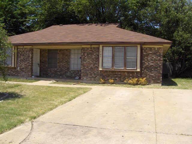 1705 Justin Lyn Street, Arlington, TX 76012 (MLS #14456242) :: The Tierny Jordan Network