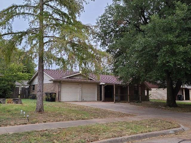 1604 Holly Street, Cleburne, TX 76033 (MLS #14456910) :: The Mauelshagen Group