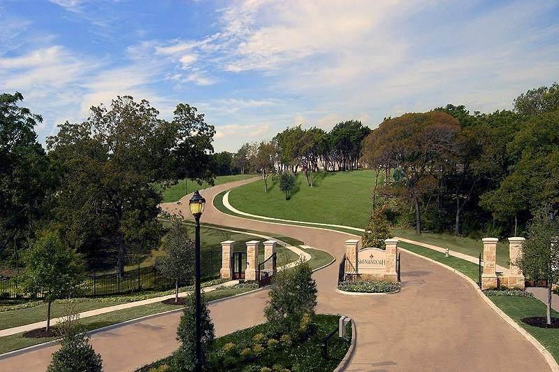922 Beverly Circle - Photo 1