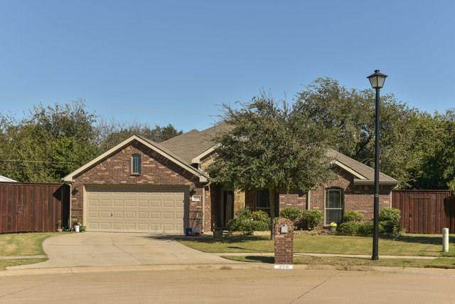 220 Commonwealth Circle, Waxahachie, TX 75165 (MLS #14463511) :: The Good Home Team