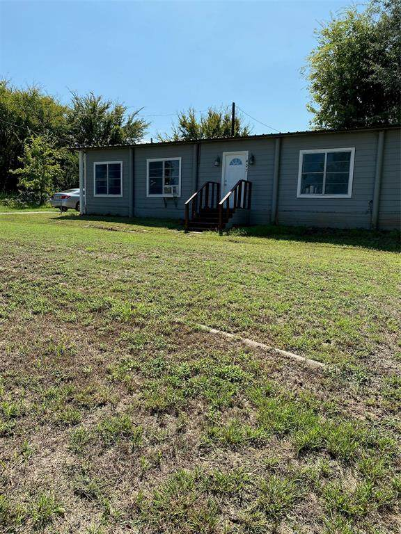 407 Old Highway 85 - Photo 1