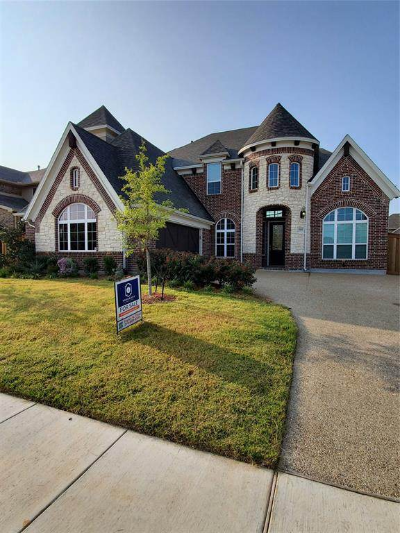 2835 Mariposa Drive, Grand Prairie, TX 75054 (MLS #14467463) :: The Heyl Group at Keller Williams