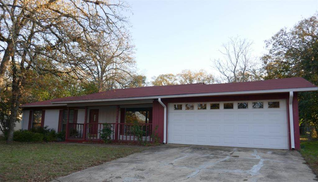 511 Ravenwood Drive - Photo 1