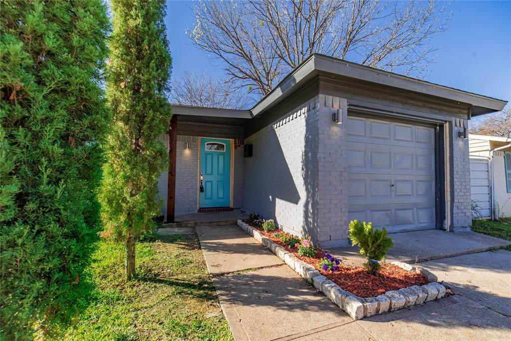 4231 Sherwood Drive - Photo 1