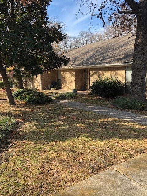 426 Oakhill Drive, Denton, TX 76201 (MLS #14493435) :: The Mauelshagen Group