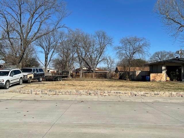 1805 Spring Avenue, Carrollton, TX 75006 (MLS #14503079) :: The Mauelshagen Group