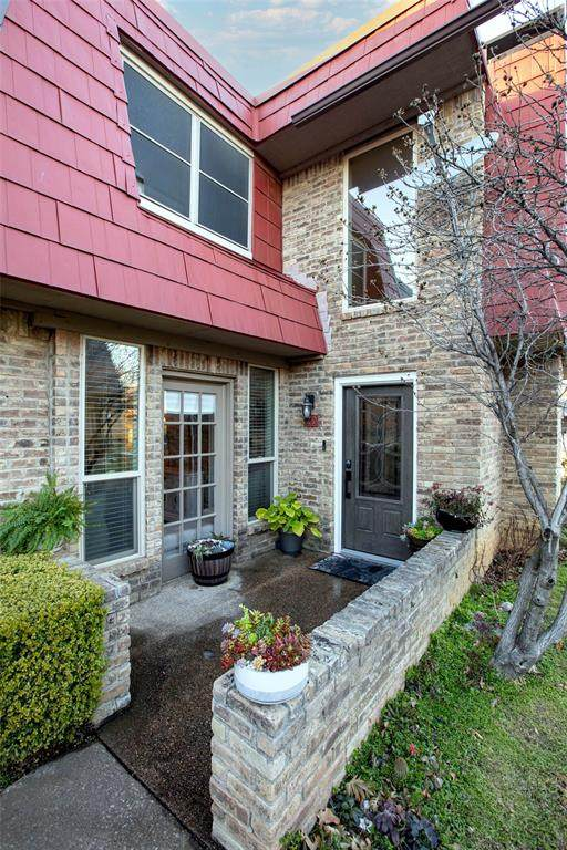 207 E Harwood Road #29, Euless, TX 76039 (MLS #14520072) :: The Chad Smith Team