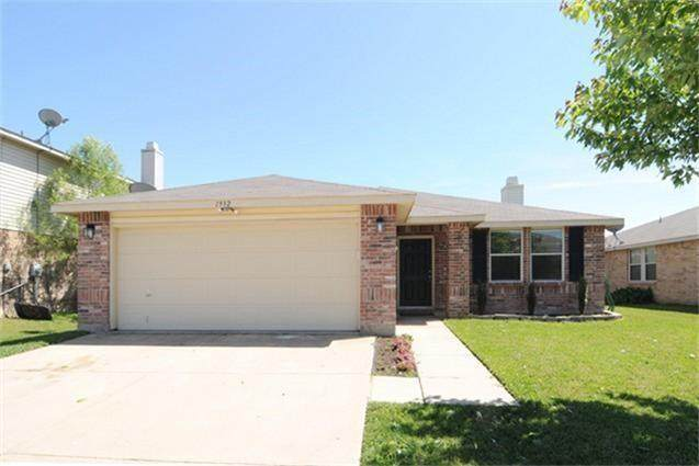1932 Copper Mountain Drive, Fort Worth, TX 76247 (MLS #14520306) :: The Kimberly Davis Group
