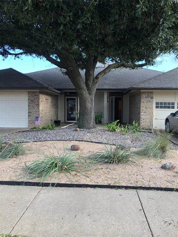 219 Mountainview Drive, Hurst, TX 76054 (MLS #14520875) :: The Chad Smith Team