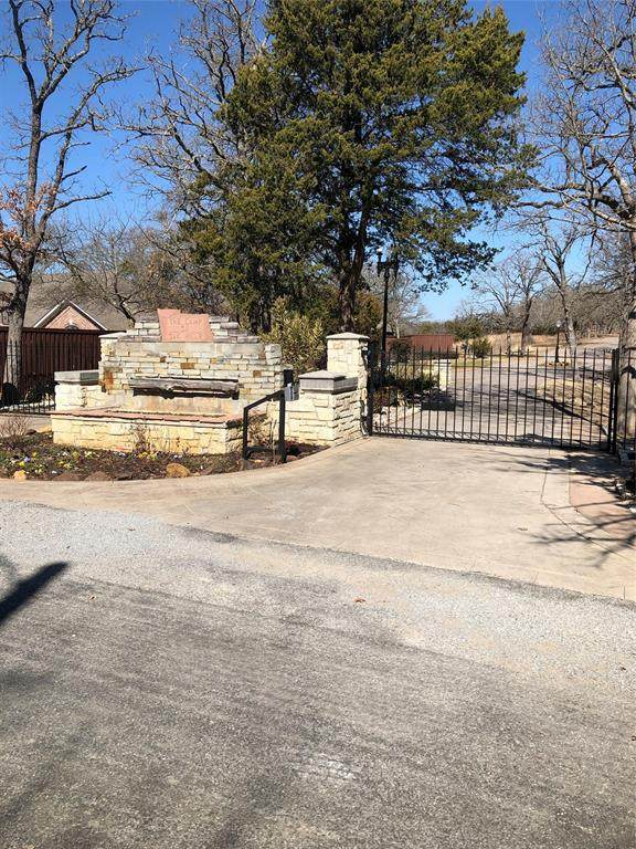 82 Oak Hills Drive, Pottsboro, TX 75076 (MLS #14522618) :: Team Tiller