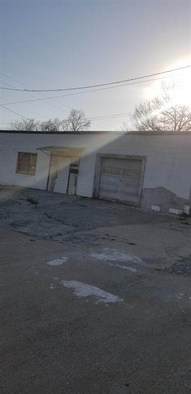 503 Katy Boulevard, Bonham, TX 75418 (MLS #14525732) :: Maegan Brest   Keller Williams Realty