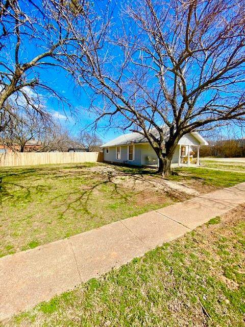 417 E Tarrant Street, Bowie, TX 76230 (MLS #14527023) :: The Kimberly Davis Group