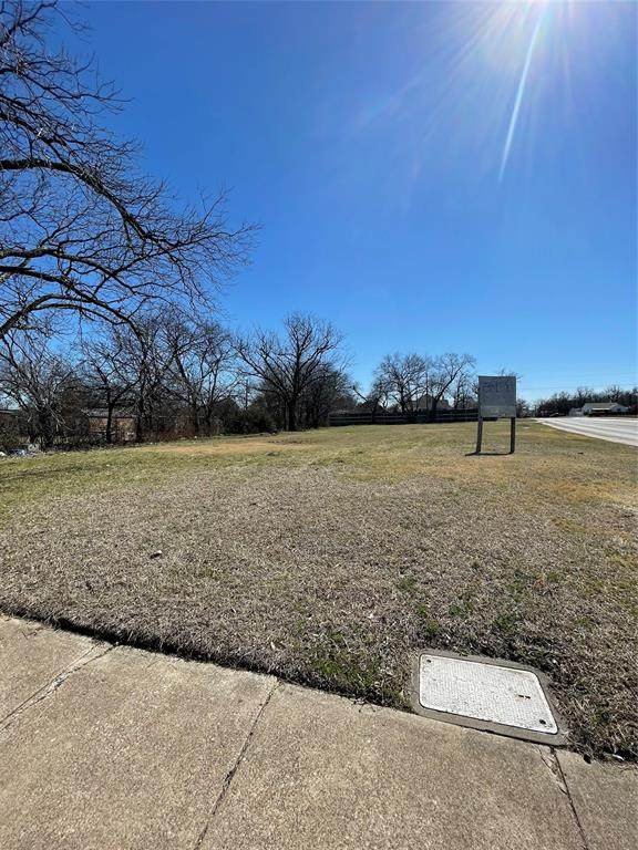 1825 Dalworth Street, Grand Prairie, TX 75050 (MLS #14528592) :: Maegan Brest | Keller Williams Realty