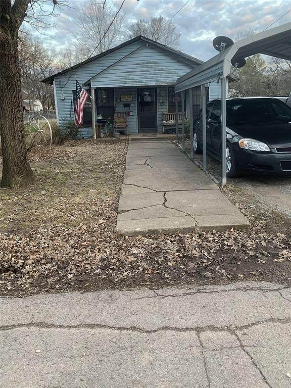 921 W 9th Street, Bonham, TX 75418 (MLS #14534635) :: The Property Guys