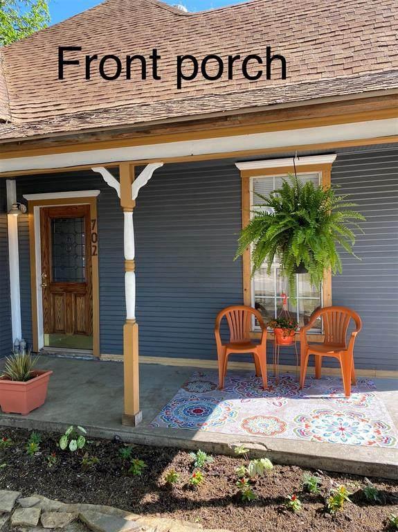 702 Water Street, Waxahachie, TX 75165 (MLS #14546780) :: NewHomePrograms.com