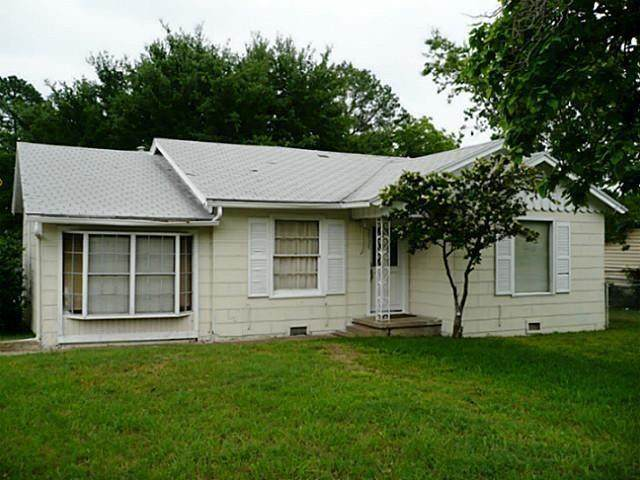 2925 N Travis Street, Sherman, TX 75092 (MLS #14548524) :: Frankie Arthur Real Estate