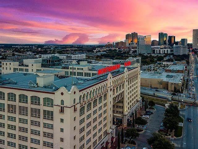 2600 W 7th Street #2508, Fort Worth, TX 76107 (MLS #14557144) :: Team Hodnett