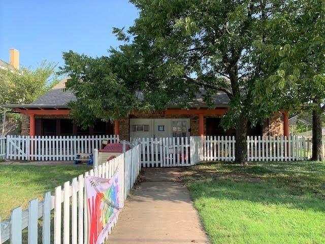 1702 W Oak Street, Denton, TX 76201 (MLS #14558590) :: The Kimberly Davis Group