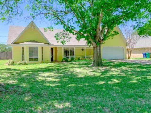 1524 S Rodgers Drive S, Graham, TX 76450 (MLS #14559468) :: The Chad Smith Team