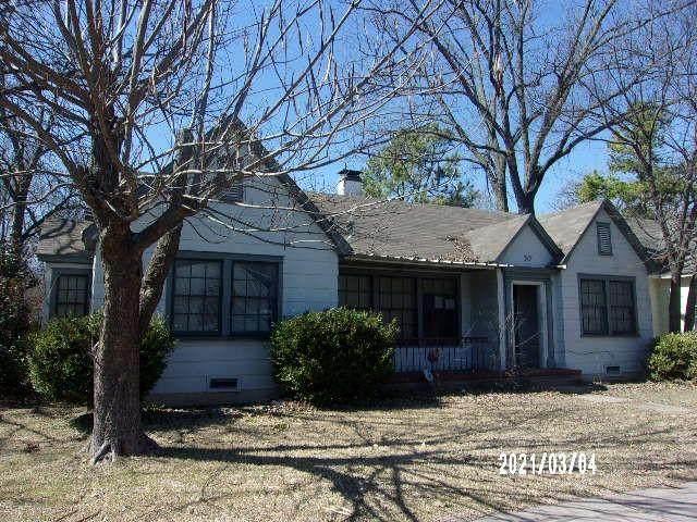 317 S Grand Avenue, Gainesville, TX 76240 (MLS #14559491) :: The Mauelshagen Group