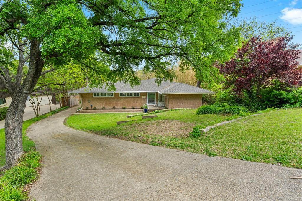2366 Southwood Drive - Photo 1