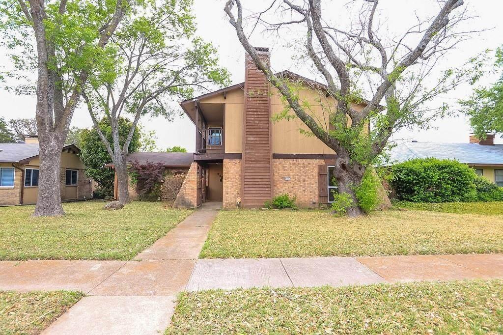 718 Villa Ridge Drive - Photo 1