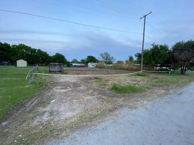 150 N Front Street, Rhome, TX 76078 (MLS #14564030) :: Justin Bassett Realty