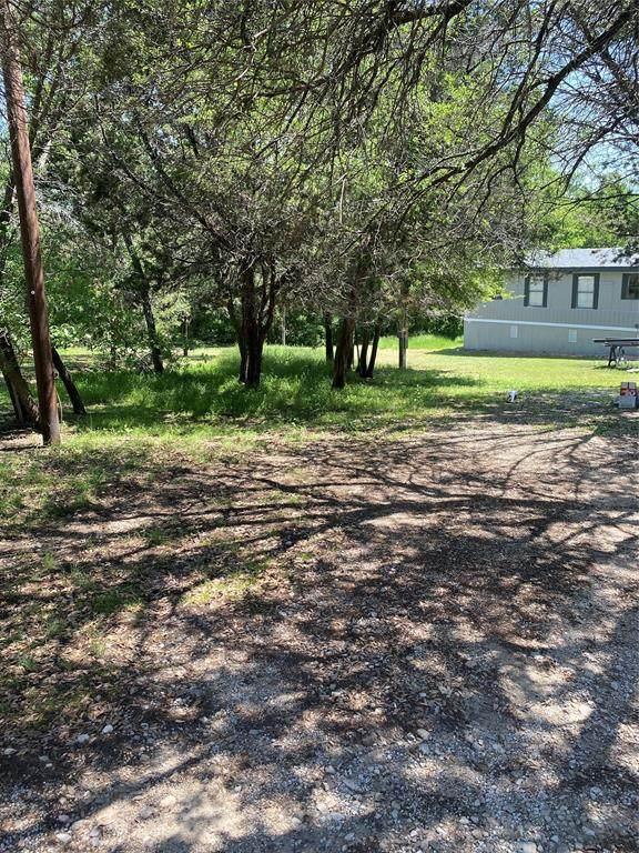 831 Arrowhead Court, Granbury, TX 76048 (#14566715) :: Homes By Lainie Real Estate Group