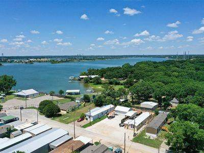 4825 Blue Water Circle, Granbury, TX 76049 (MLS #14566726) :: The Kimberly Davis Group