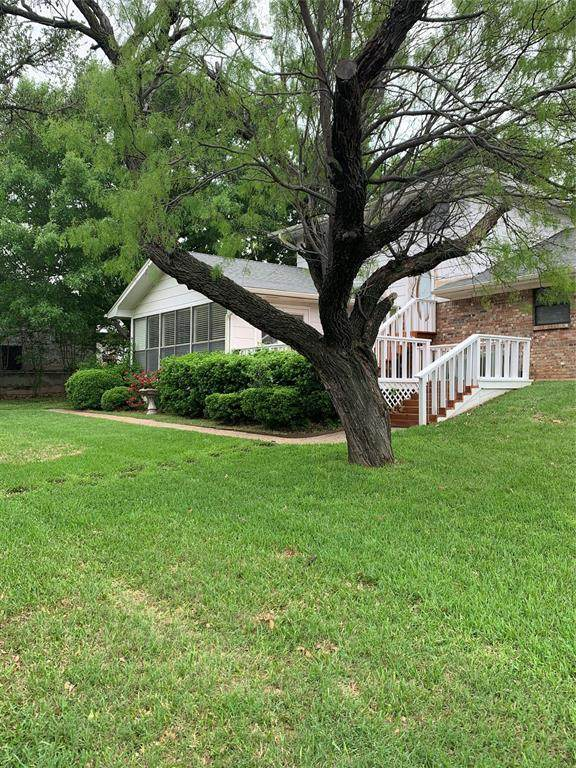 301 Tryall Drive, Runaway Bay, TX 76426 (MLS #14568227) :: The Mauelshagen Group