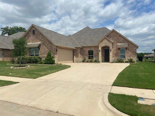 2013 Clive Drive, Granbury, TX 76048 (#14569344) :: Homes By Lainie Real Estate Group