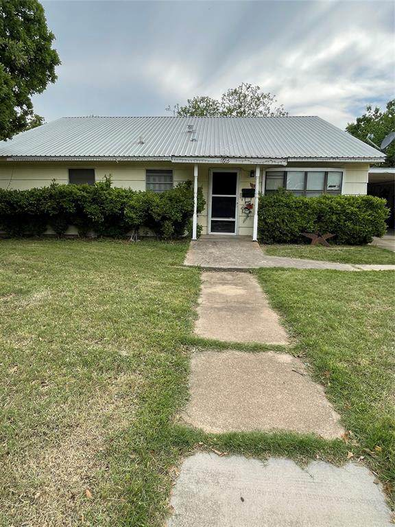 1605 9th Street, Brownwood, TX 76801 (MLS #14569421) :: RE/MAX Landmark