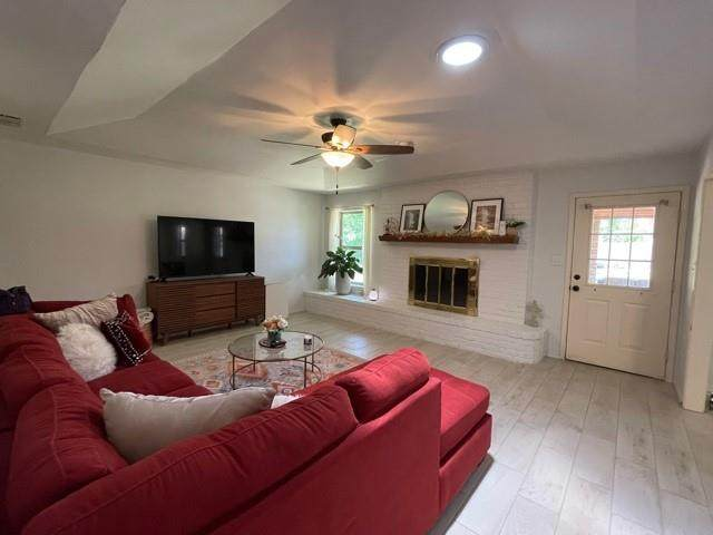 1406 Los Colinos Court, Graham, TX 76450 (#14570280) :: Homes By Lainie Real Estate Group