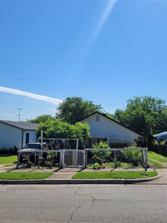 2608 Ross Avenue, Fort Worth, TX 76164 (MLS #14571633) :: The Kimberly Davis Group